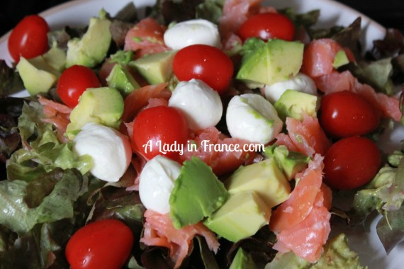 smoked salmon salad with avocado